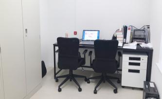 広い事務室。査定はここでおこないます